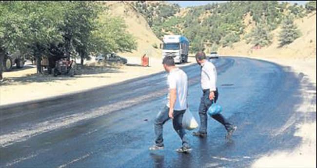 Kahramanmaraş'ta sıcaktan asfalt eridi