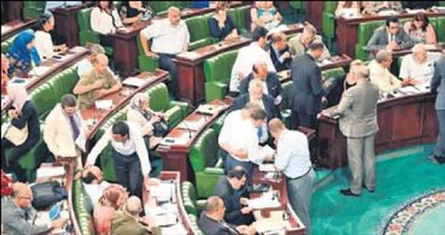 Tunus'ta yeni terör yasası onaylandı