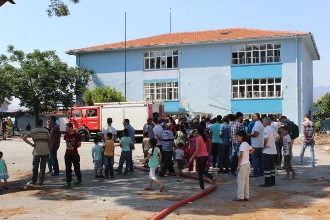 İzmir'de Tarihi Okul Yangını