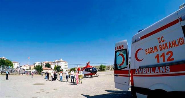 Yolda fenalaşınca hava ambulansı yetişti