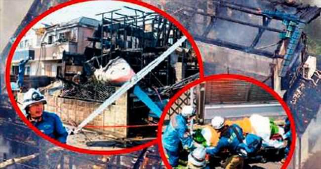 Çatıya uçak düştü: 3 ölü