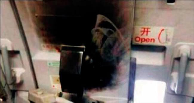 Benzinle bindiği uçağı ateşe verdi