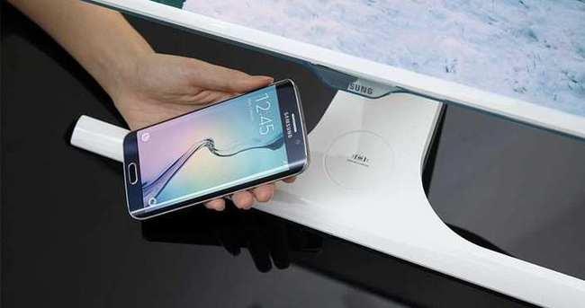 Samsung monitörler telefonları kablosuz şarj ediyor
