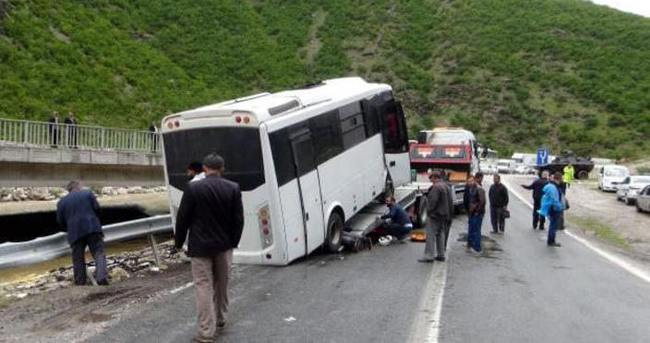 Çevik kuvvet polisleri kaza yaptı: 7 yaralı