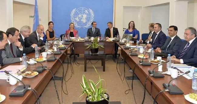 Kıbrısta liderler görüşmesi başladı
