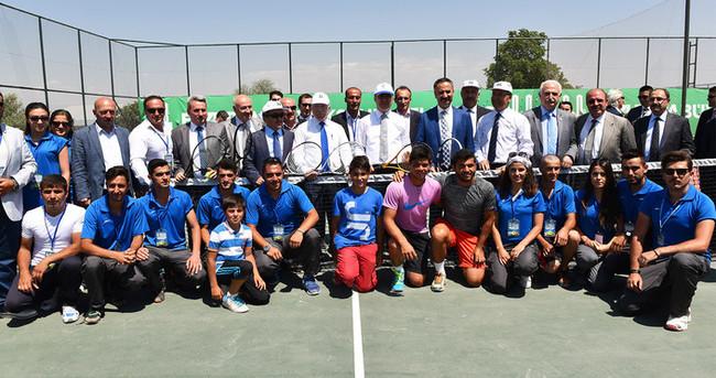Büyükşehir'in uluslararası tenis turnuvası başladı