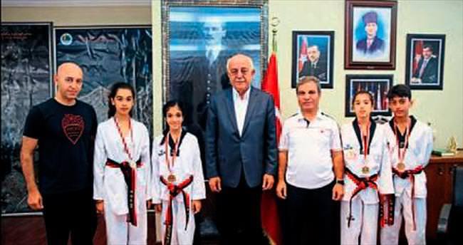 Başkan Seyfi Dingil'den başarılı sporculara tebrik