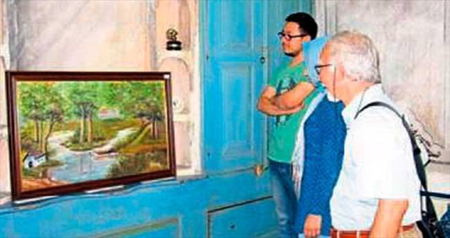Tarihi mekanda resim sergisi açtı