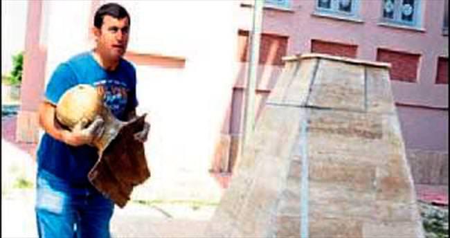 Atatürk büstü çalan 2 hurdacı tutuklandı