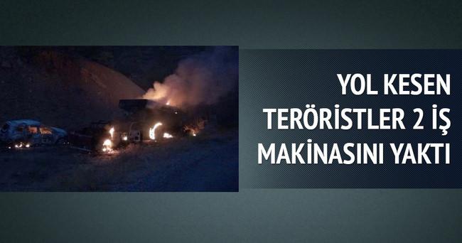 Yol kesen teröristler 2 iş makinesini yaktı
