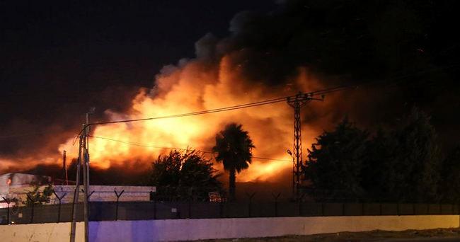 İHH Suriye Lojistik Merkezi'nde büyük yangın