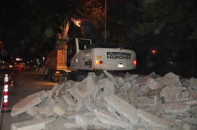 Manisa Büyükşehir Belediyesi Gece Mesaisinde