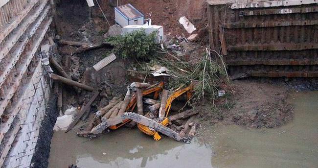 İstanbul'da inşaatta toprak kayması