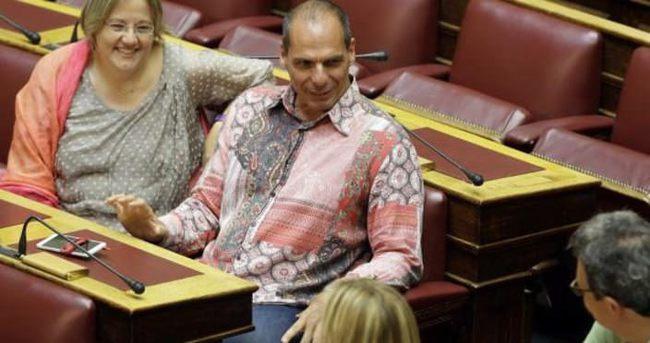 Varufakis'in gömleği olay oldu