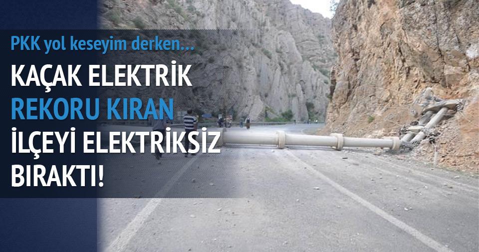PKK'lılar Hakkari-Çukurca yolunu kapattı