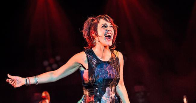 Fransız şarkıcı Zaz Çim Amfi'de sahne aldı