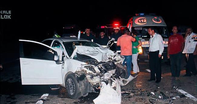 Otomobil, tırla çarpıştı: 1 ölü