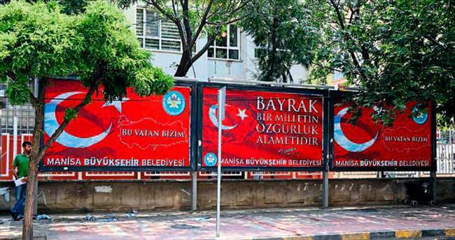Türk Bayrağı'na kimse el uzatamaz