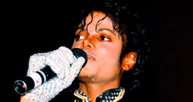 Jackson'ın ünlü eldiveni satılıyor