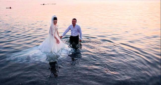 Sıcaktan bunalıp göle girdiler