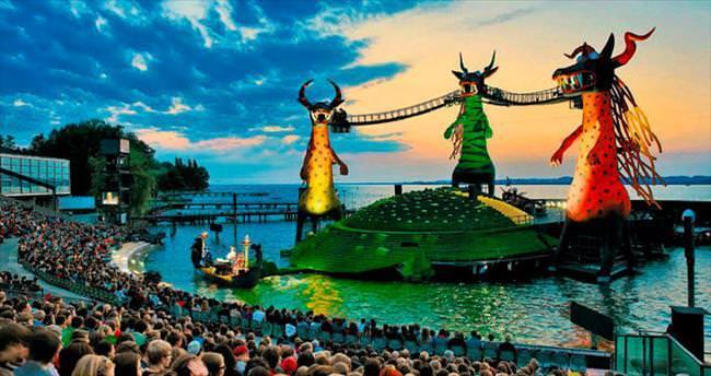 Festivalle renklenen Bregenz
