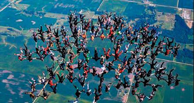 164 paraşütçüden 6 bin metre rekoru