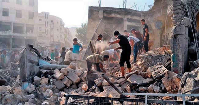Rejim uçağı pazar yerine düştü: 35 ölü