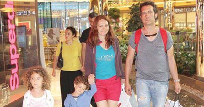 Kıraç ailesiyle birlikte tatil alışverişinde