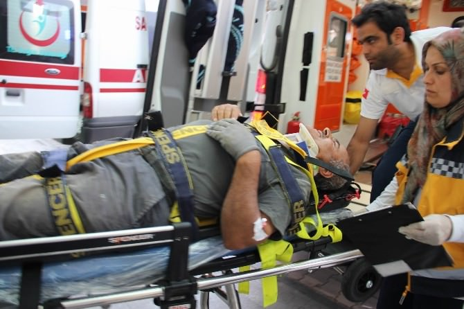 Cami İnşaatında İskele Kırıldı 1 İşçi Yaralandı