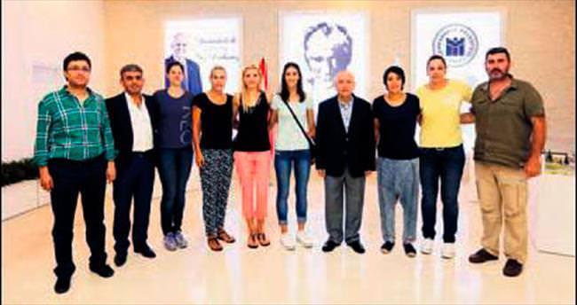 Yıldız oyunculardan Yaşar'a ilk ziyaret
