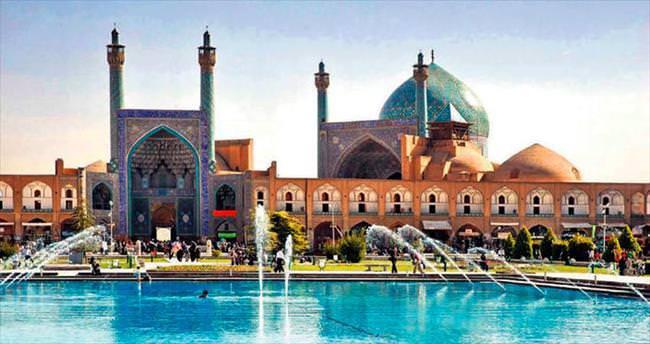 Yabancılar İran'a Türkler'le girecek