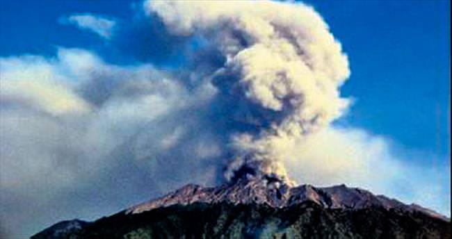 Raung yanardağı uçakları durdurdu