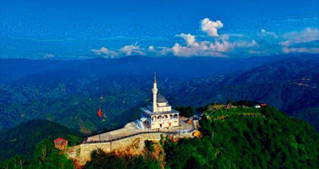 Kıble Dağı'nda yükselen cami