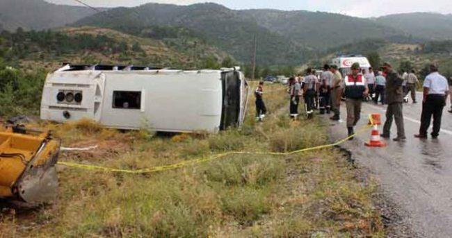 Midibüs devrildi: 2 ölü, 11 yaralı