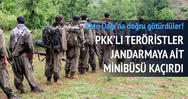 PKK'lı teröristler jandarmaya ait minibüsü kaçırdı