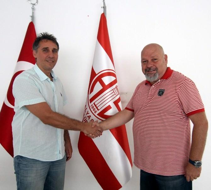 Hentbolde Antalyaspor , Antrenörüyle Sözleşme Uzattı