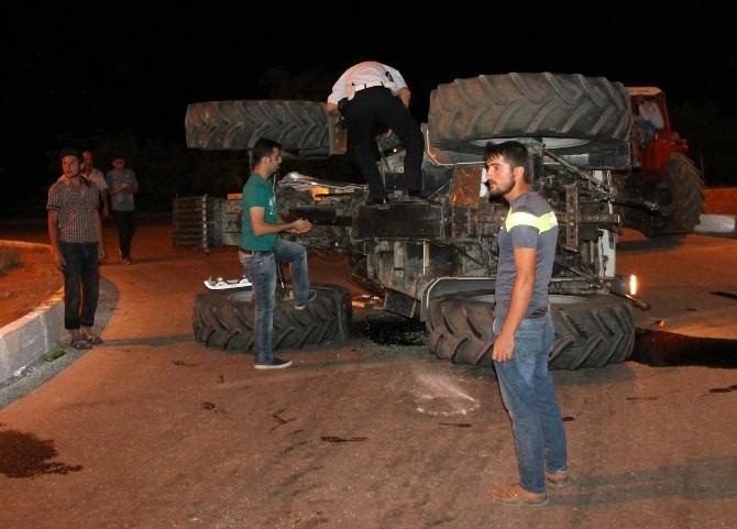 Traktör Otomobille Çarpıştı: 3 Yaralı