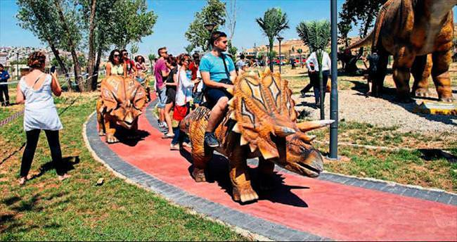 Şahinbeyli çocuklara dev dinozor parkı