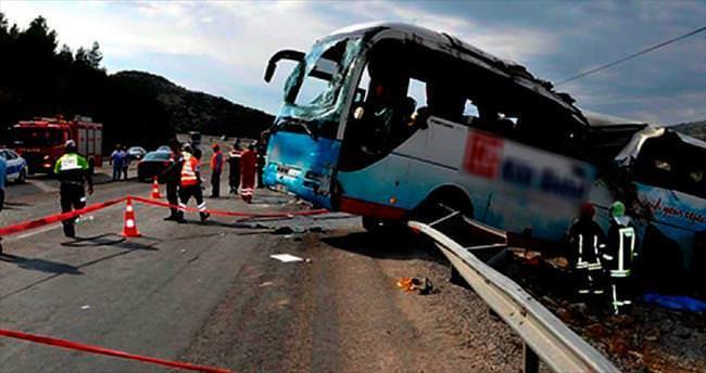 Tur otobüsü devrildi: 4 ölü
