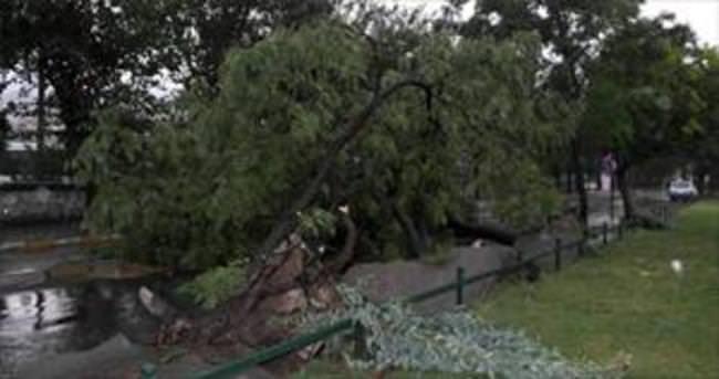 Manisa'yı fırtına yıktı geçti
