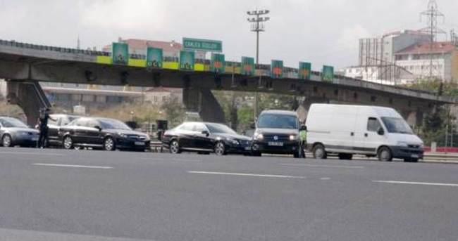 İstanbul'da bombalı araç alarmı, gişeler kapatıldı