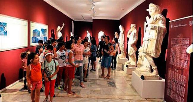 Ermenekli öğrencilere müzede tarih dersi