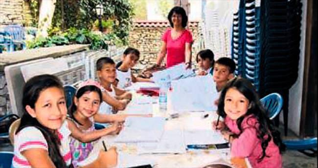 Çocukların gelişimi için resim kursu