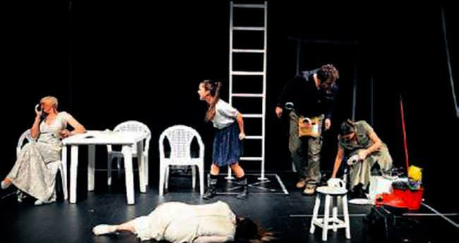 Edinburgh'da ilk Türkçe oyun Nilüfer'den
