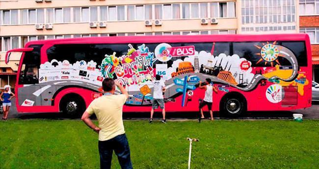 Gençlerin otobüsle Avrupa turu başladı