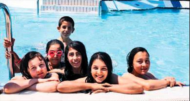 Yenimahalleli çocukların havuz keyfi