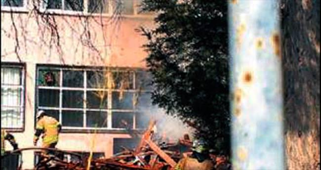 Kaynak makinesinden çıkan kıvılcım okulu yok ediyordu
