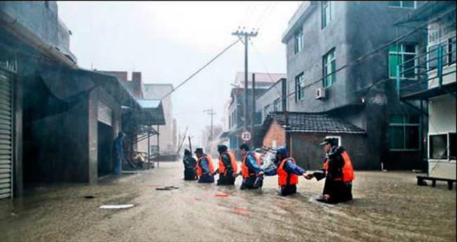 Çin'i tayfun vurdu: 9 ölü 2 milyon kişi karanlıkta