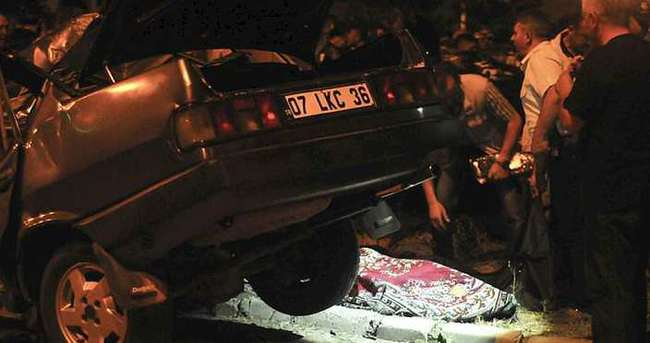 Otomobil yayalara çarptı: 5 ölü