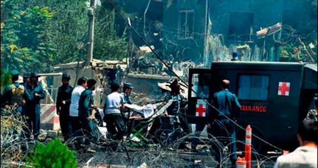 Havaalanına saldırı: 5 ölü